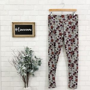 LuLaRoe Tall & Curvy Soft Green Flowered Leggings